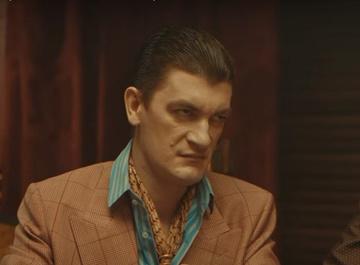 Танцы как оружие: солисты Little Big ограбили Александра Гудкова в новом клипе