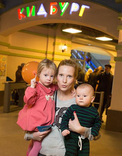 Анна Слюсарева с детьми