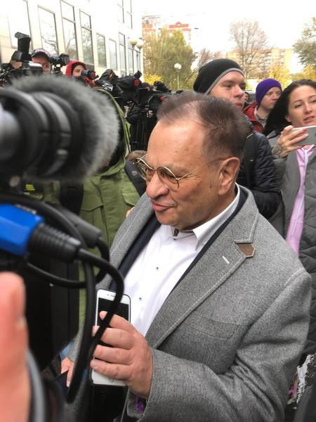 Адвокат актера — Петр Хархорин
