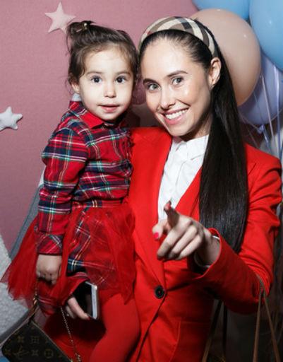 Илана Юрьева приучает дочь к светской жизни