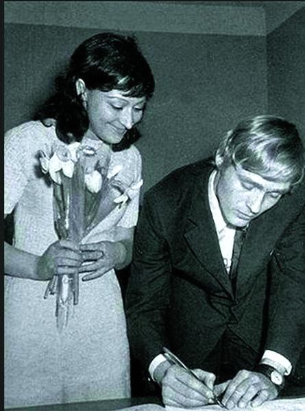 Борис женился на Татьяне Бронзовой во время  учебы в Школе- студии МХАТ