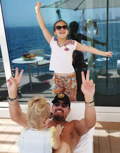 Стас Михайлов проводит отпуск с семьей