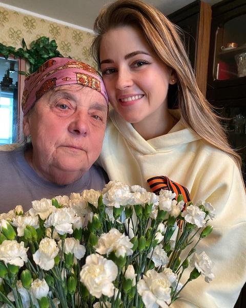 Анна Михайловская тоже поделилась снимком с родственницей
