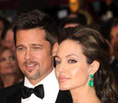 Джоли и Питт изменили планы на Рождество