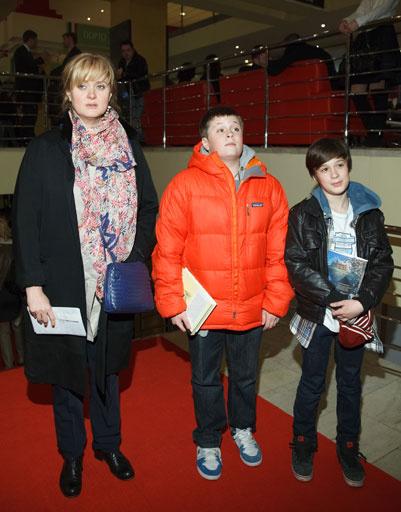 Анна Михалкова с сыновьями