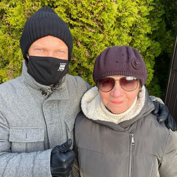 Дмитрий Хрусталев вместе с мамой на даче в Репино