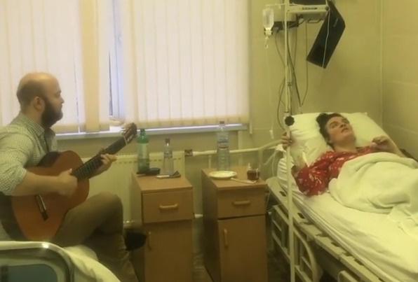 В больнице Елену навещали близкие и друзья