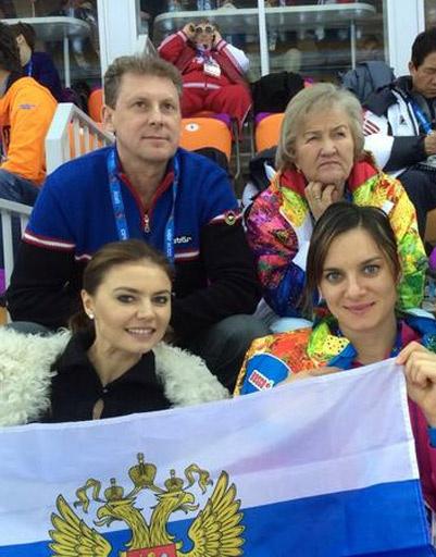 Алина Кабаева и Елена Исинбаева болеют за наших