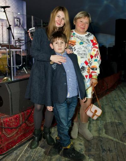 Анна Цуканова-Котт с сыном и мамой