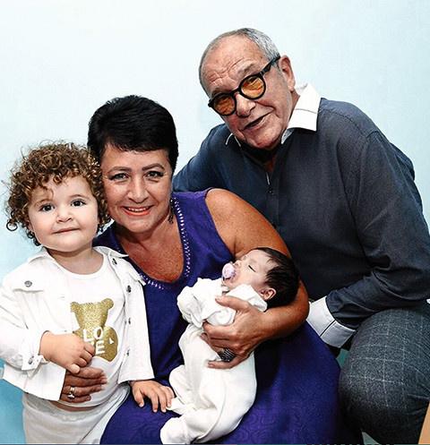 Эммануил Виторган с женой и дочерьми