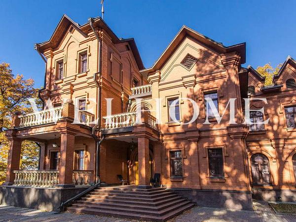 Дом занимает площадь в 1100 квадратных метров