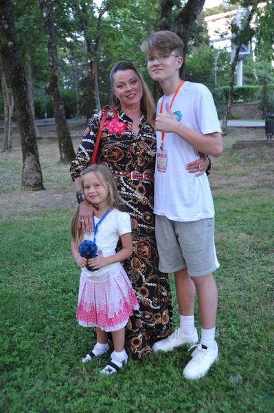 Наталья Громушкина с детьми