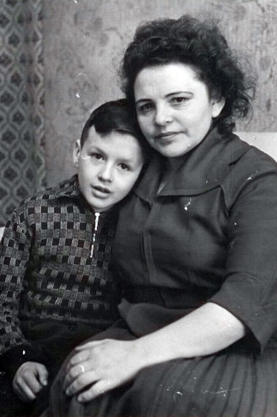 Александр Барыкин с мамой