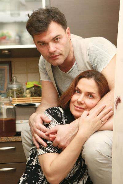 Евгений и Юля неразлучны дома и на работе - супруга занимается административными делами мужа