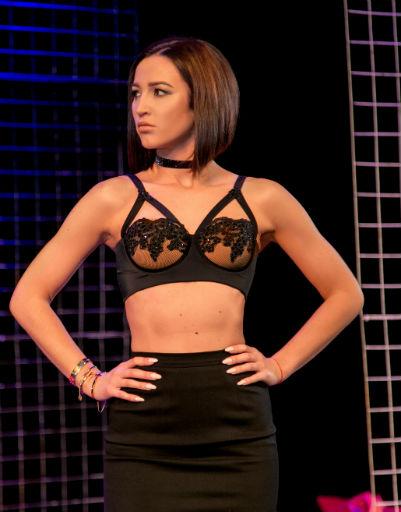 Ольга Бузова предстала на сцене театра в сексуальном белье