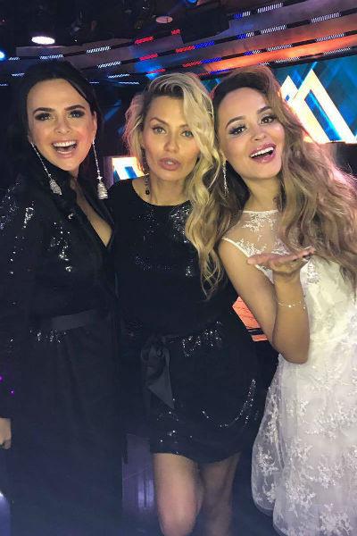 Анна вместе с Викторией Романец и Викторией Боней