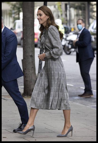 Кейт Миддлтон вышла в свет в старом платье за 1500 рублей