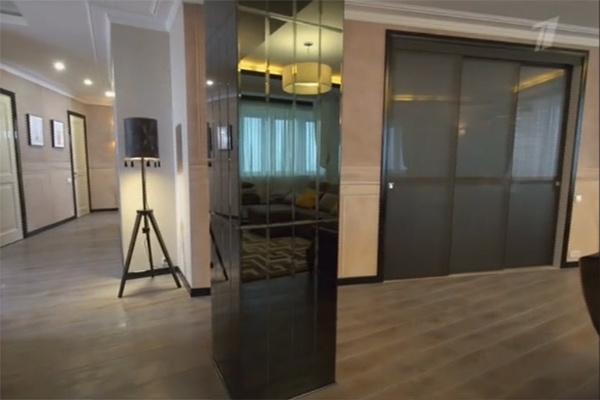 В гостиной появились необычные межкомнатные двери