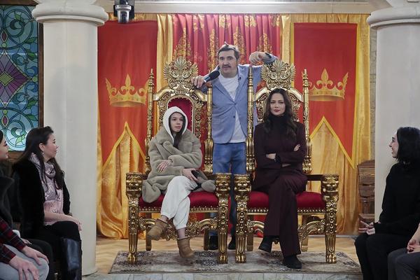 Ведущие «Битвы престолов» — Инстасамка и Настасья Самбурская