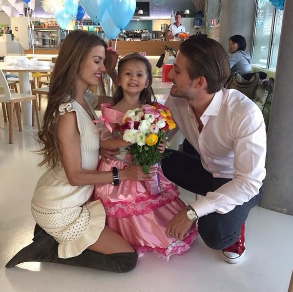 Виктория Боня с дочкой Анджелиной и будущим мужем Алексом Смерфитом