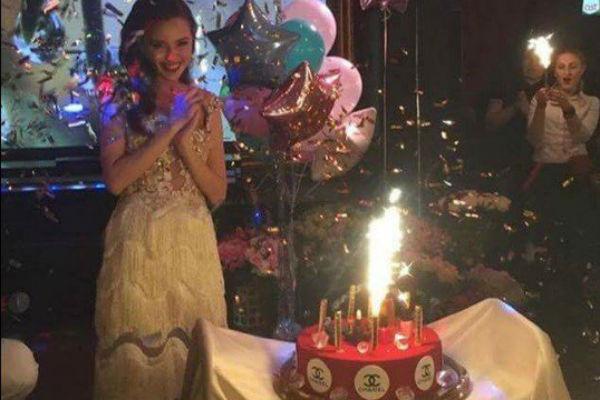 Девушка получила особенный торт