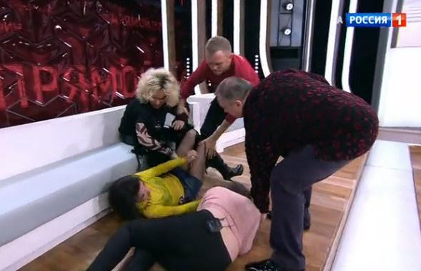 Екатерина приревновала дочь к мужу и накинулась на нее с кулаками