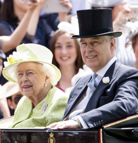Елизавета II решила выплатить долг принца Эндрю в 12 миллионов