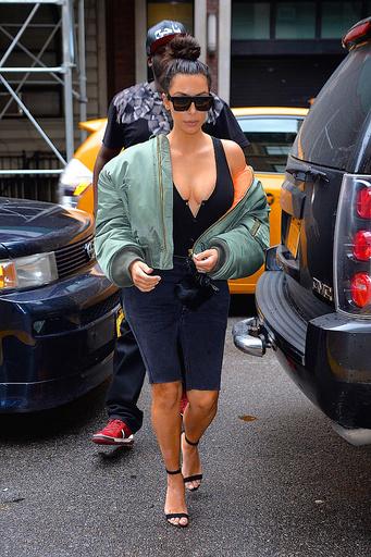 Даже для поездки в магазин Ким Кардашьян выбирает сексуальные наряды