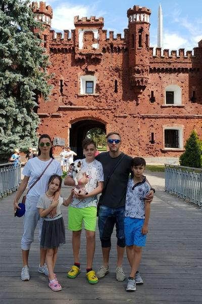 Актер часто путешествует вместе с семьей