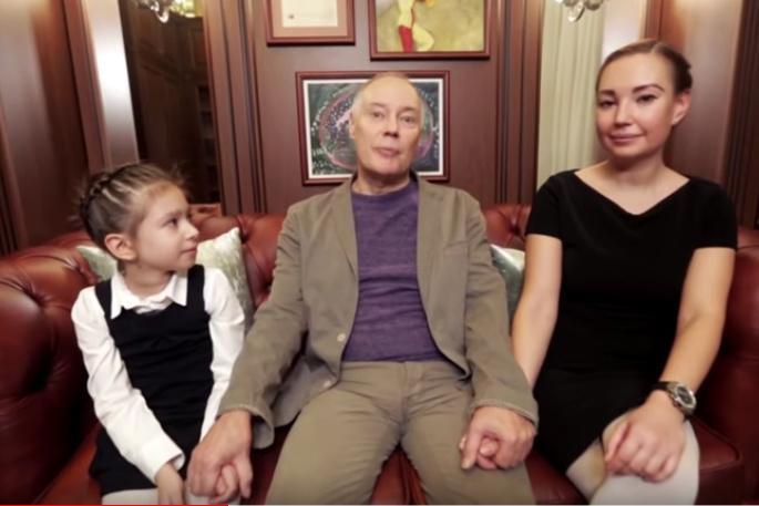Актер души не чаял в дочери и внучке