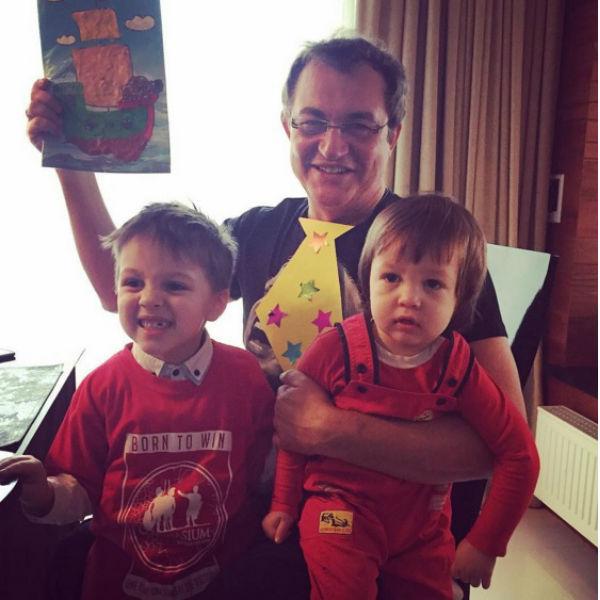 Дмитрий Дибров с сыновьями