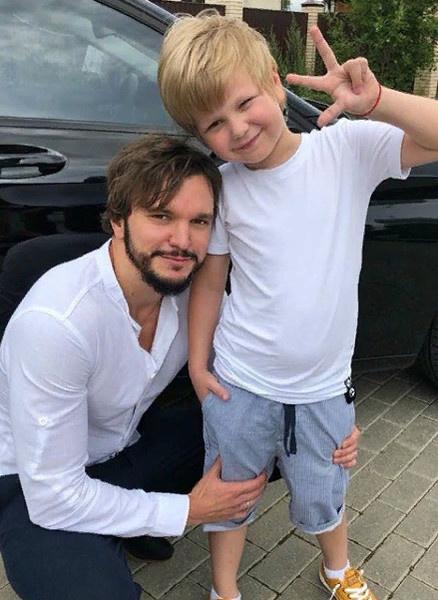 Антон переживает за сына