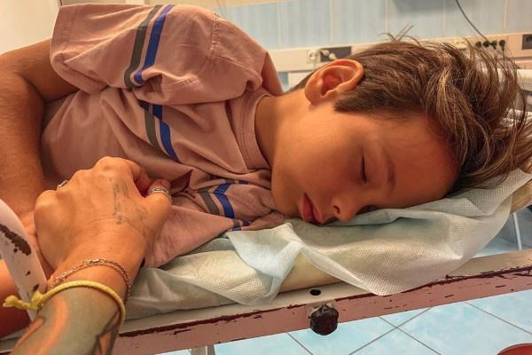Сын Айзы Анохиной получил сотрясение мозга