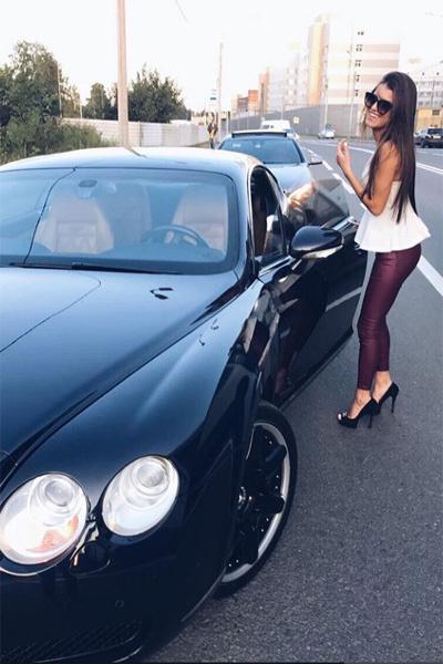 Подкаминская предпочитает дорогие машины