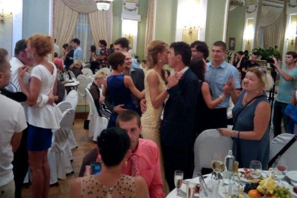 Гости желали молодоженам любви и счастья