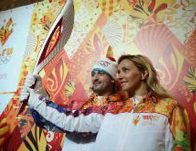 Звезды презентовали олимпийский факел в Москве
