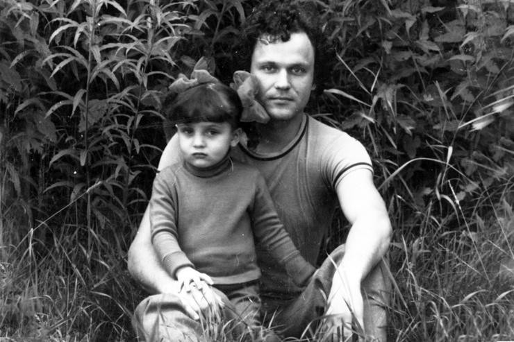 «Я называла папу Кляпой, а он меня — Козой. Совсем не потому, что проявляла упрямство или хулиганила, — я росла беспроблемным ребенком, прилично училась. Просто ему почему-то так нравилось», — делилась Ольга Еременко