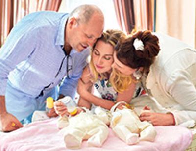 Ведущая «Первого канала» Диана Ходаковская крестила брата и сестру