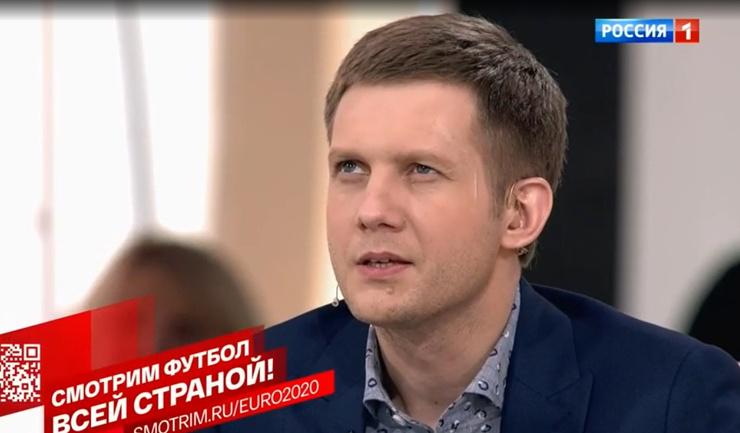 Корчевникову нарисовали шрам на лице. Телеведущий надеется, что брутальный образ поможет ему покорить сердца девушек