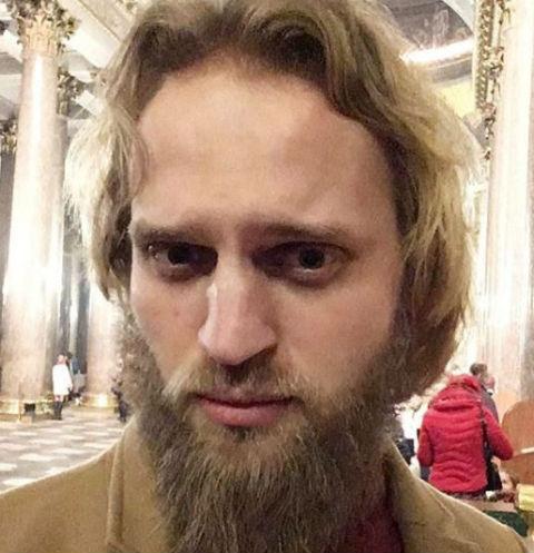 Экс-священник решил обнародовать фото бывшей участницы телестройки