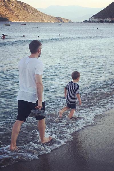 Телеведущий много времени уделяет воспитанию сына