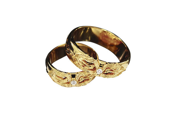 Свадебное агентство приготовило будущим молодоженам подарок – кольца «Птица Феникс»