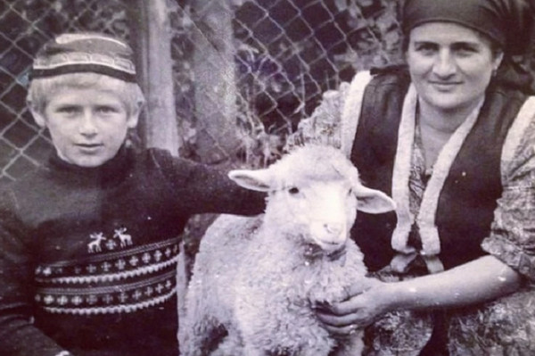 Ramzan Kadyrov with his mother