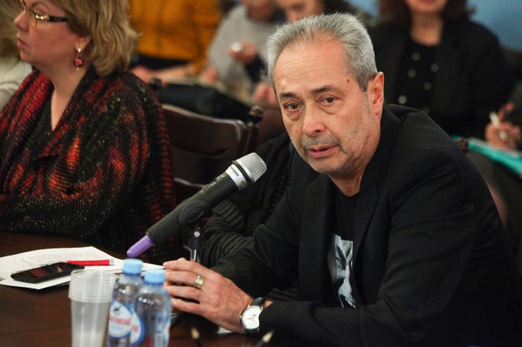 Скандал с Гармашем и слухи о расколе. Как назначение Виктора Рыжакова на место Галины Волчек повлияло на «Современник»