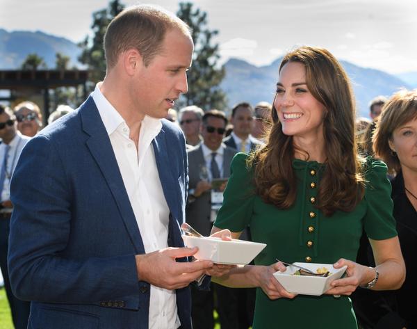 Уильям и Кейт часто пробуют национальные блюда во время путешествий