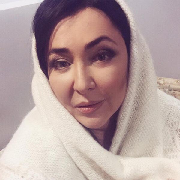 Оренбургский пуховый платок – подарок певице от мастериц