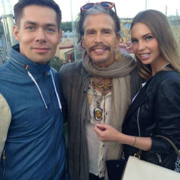 Несколько лет назад Наталья и Стас сделали фото на память со Стивом Тайлером