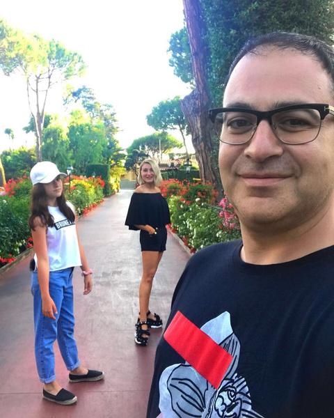 Гарик Мартиросян с женой и дочкой