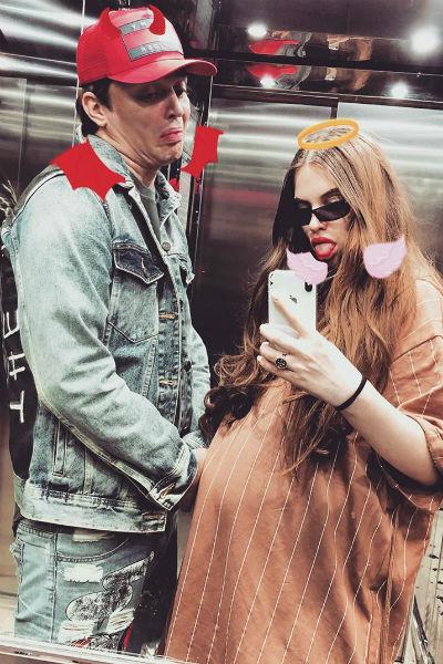 Сейчас супруги закупают вещи для будущего малыша