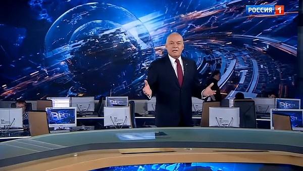 Дмитрий Киселев ведет информационно-аналитическую передачу с сентября 2012 года
